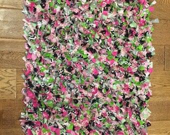 pink and black rug etsy. Black Bedroom Furniture Sets. Home Design Ideas