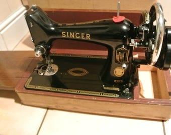 Singer Hand-crank sewing machine Model 99K Serial Number EM750508