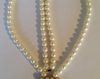 Beautiful Vintage Richelieu Faux Pearls Necklace with Faux Pearls Pendant