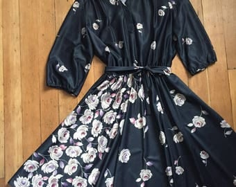 vintage 1970's dress // 70s floral dress with belt