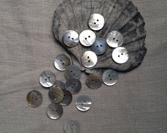 20 vintage shell 17mm buttons