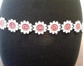 Red & white flower trim