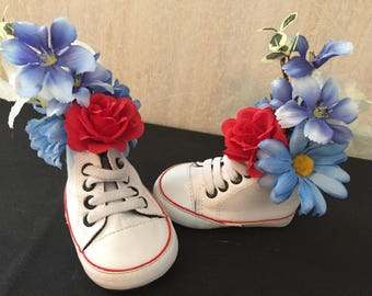 Set of 2 Baby Shoes with Silk Flowers
