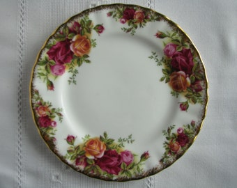 Royal Albert plate Old country roses plate Royal Albert saucer Replacement plate Replacement saucer Bread butter plate Serving plate Decor