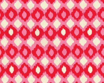 Cirque Fiesta, Dark and light pink curtains