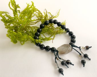Dark and Light: 18-bead Mini Mala / Nenju / Juzu / Meditation Beads