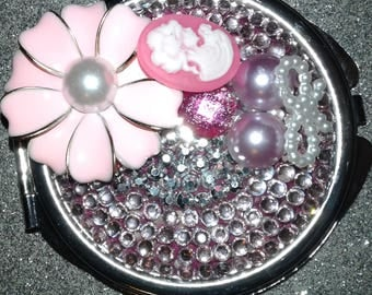 Beautiful ventage pearl pink/flower compact mirror perfect gift Mom/Daughter Friend