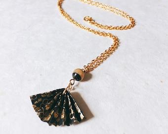 Golden necklace, range origami, black and gold, necklace, necklace, black gold fan Origami