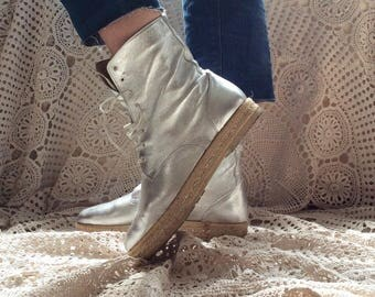 Sale! From 35 to 25 euros! Vintage 80s lace up ankle silver nappa leather made in italy, nr ENG 36
