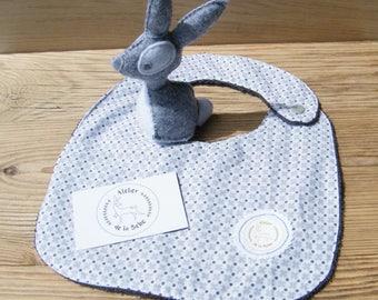 Kit birth bib + grey rabbit in felt
