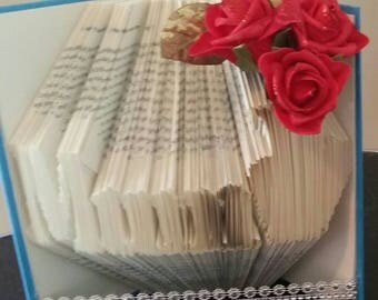 Mum with vase folded book
