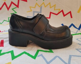 black 1990s american eagle platform shoes