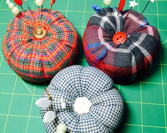 Handmade Pincushions: 4 Designs with Decorative Pins Included