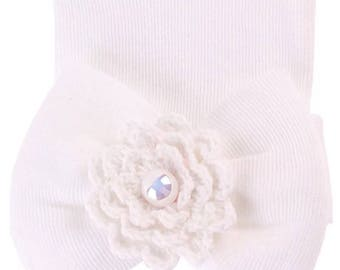 Newborn hat White cotton baby girl hat with bow and crochet flower/pearl