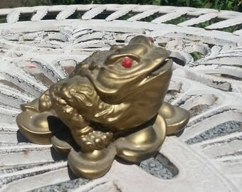 Gold coloured Chinese frog Feng Shui ornament