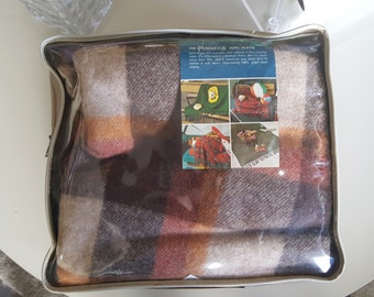 Vintage Pendleton 100% Wool Stadium Robe Blanket with Pad in original package