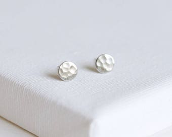 SALE . hammered stud earrings . hammered earrings . tiny circle earrings . hammered disc earrings . hammered disc stud earrings pebble 2PBBT