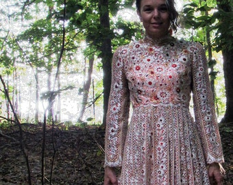 Vintage Designer Dress by Alfred Bosand New York Evening Gown. Beautiful Metallic Lace. Size 4