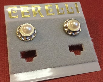 Beautiful Pearl Center Surrounded by Clear Rhinestones Pierced Earrings