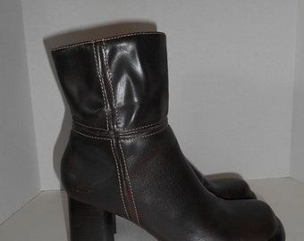 30% Off SALE Chunky Heel platform boots brown pleather fake leather  size 9.5 US    womens women ladies