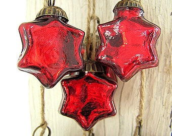 NEW!  Hand Strung Holiday Red Mercury Glass Star Ornament Garland