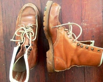 Amazing womens 1970's vintage tan leather work boots. Size 8