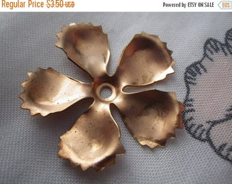 ON SALE 18% off Peony Petals Vintage Fringed Curvy Brass Floral Stampings 32mm 4 Pcs