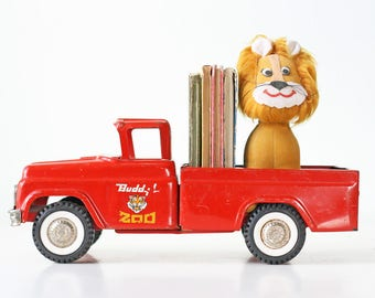 Vintage Buddy L Red Traveling Zoo Truck