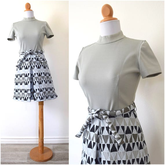Vintage 60s 70s Gray Scale Triangle Mod Shift Dress (size small, medium)