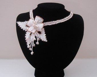 Vintage White Flower Necklace Seedbeads Freshwater Pearl Wedding Bridesmaid Necklace.