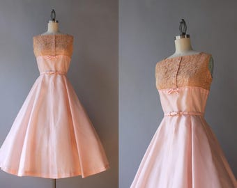 Vintage 50s Dress / 1950s Pale Pink Party Dress / 50s Lace Bow Trimmed Dress small S