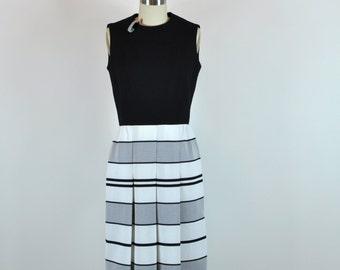 Ebony Striped Mod Sleeveless Dress 26 Waist Size Small