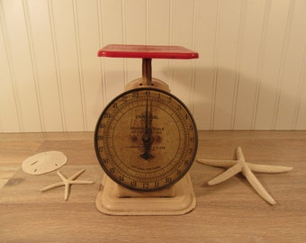 Nice old Universal Household Scale-  good vintage condition, solid, beautiful