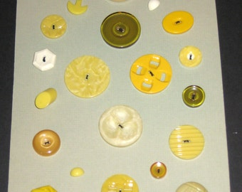22 Vintage Yellow and Beige Buttons