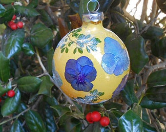 Pressed PANSY HYDRANGEA & MAIDENHAIR Fern Petals Ornament Vibrant Flowers Botanical Art, Round Glass, Fairy Luster Glitter, Handmade Holiday