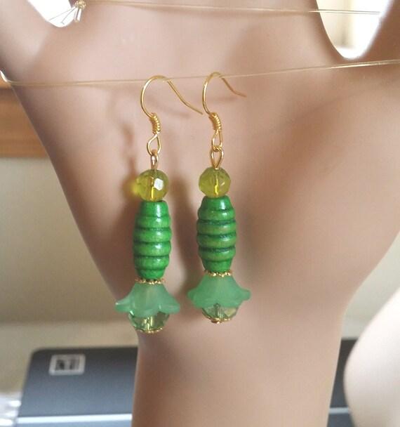 green flower drop earrings green earrings bead drop earrings long dangle wood beads glass bead handmade beaded jewelry pendulum earrings