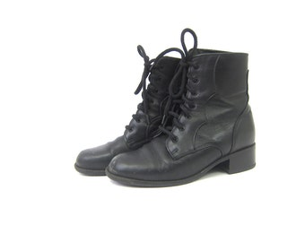 Vintage black leather ankle boots 1980s Blondo Lace up boots Insulated Booties granny boots women's shoes size 7