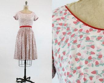 50s Dress Strawberry Print XS  / 1950s Dress Novelty Print / Strawberries and Cream Dress