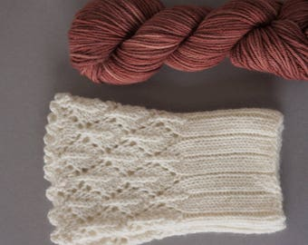 Hikaru / Super soft merino cashemere blend / small skeins for wrist warmers / hand dyed with madder