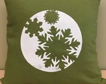 """16"""" Green winter snowflake pillow cover"""