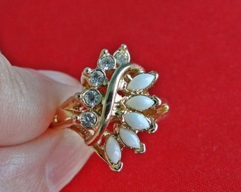 20% off sale UNCAS signed Vintage size 5  ring with opals and rhinestones in great condition
