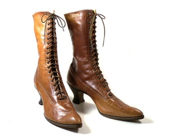 Antique Edwardian Era Ladies Lace up Boots with Louis Heel // The Glove Boot Melba Fitting // Brown Leather Boots // Antique Shoes
