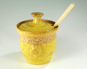Ceramic honey dipper pot, stoneware pottery honey jar with dipper stick, ceramic honey pot with bee, honeypot, honey jar yellow glaze