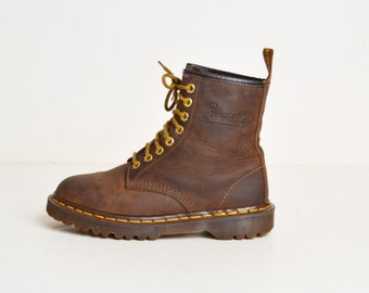 Vintage 90s Dr Martens Boots / 1990s Brown Oiled Leather Lace Ups Boots 7 37