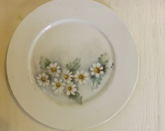 Hand Painted Luncheon Plate With Daisy Design