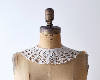 Vintage lace collar. beige cream. pearl collar. layered. round.