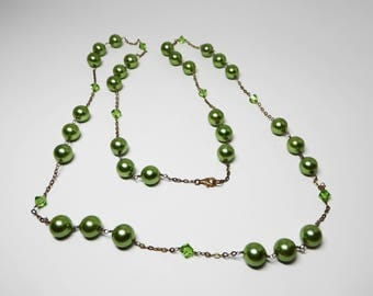 Green Crystal & Pearlescent Bead Necklace - Opera Length Station Chain Design - Vintage 1980's 1990's Retro Jewelry