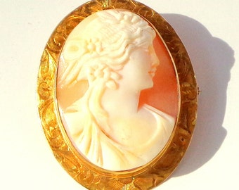 Victorian, 10K Gold, Hand Carved Conch Shell, Cameo Pendent/Brooch, Vintage Cameo