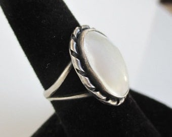 925 Sterling Silver & White Stone Ring - Vintage Native American, Size 7