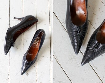 60s Stiletto Heels 9 1/2 • Black Leather Shoes • Vintage Heels • Black Heels • Witchy Heels • 60s Shoes | SH415